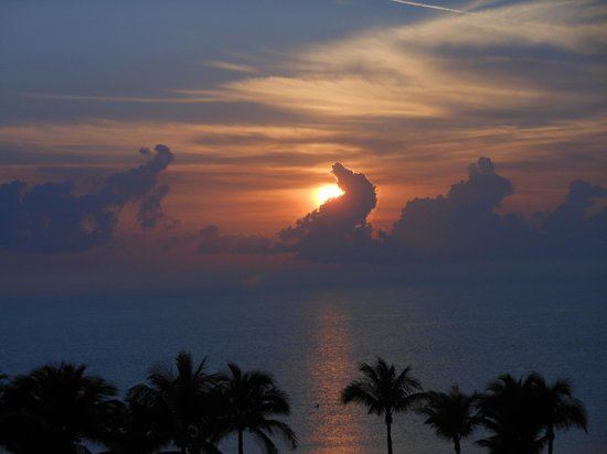 Ocean Sky Hotel & Resort: Sunrise from balcony (Room 501)