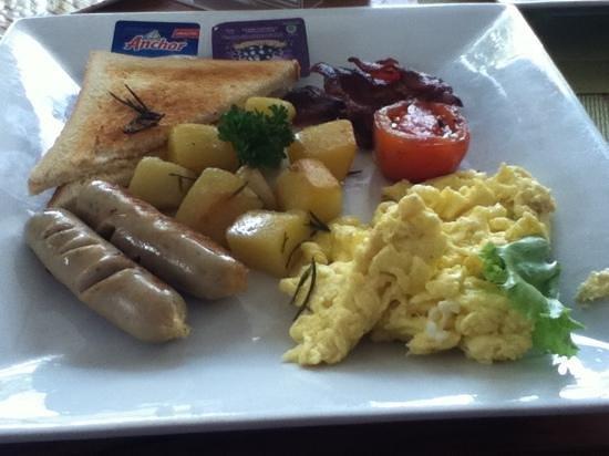 Ketumbar Restaurant & Lounge: Hot food for your American Breakfast :)