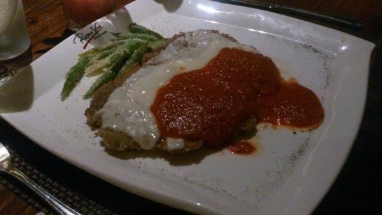 Rosso Vivo Dine & Lounge : Chicken Parma