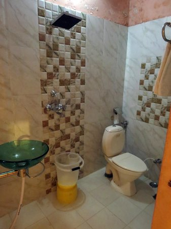 Ganges Inn: Nice bathroom