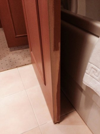 Wyndham Tashkent : Bath 2. Small details but really pissed me off