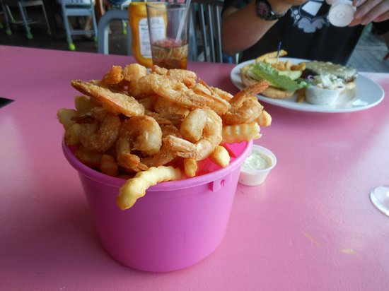 Flip Flops Dockside Eatery: Bucket of shrimp 'n' chips (it's not full all the way down, but we found there was plenty!)