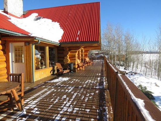 Inn On The Lake: Deck areas