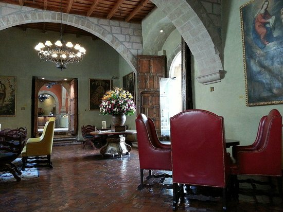 Belmond Hotel Monasterio: Monasterio's lounge/bar. Perfect place for a cup of coca tea
