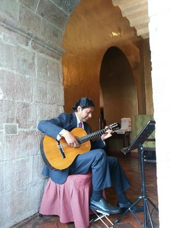 Belmond Hotel Monasterio: Soothing morning music as you eat your breakfast
