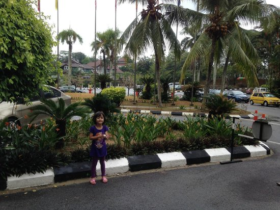 Klana Resort Seremban: The front parking at Klana Beach Resort Seremban
