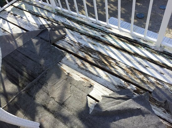 Captain Pip's Marina & Hideaway: some sort of torn and ugly outdoor rug covering up the unkept deck