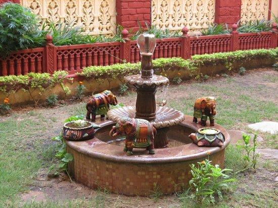 Umaid Bhawan Heritage House Hotel: Fountain