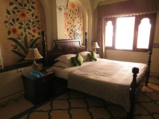 Umaid Bhawan Heritage House Hotel: Nicely decorated room