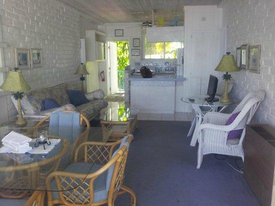 Captain Pip's Marina & Hideaway: living area