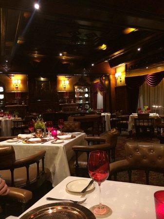 Restaurante Sir Winston Churchill's: Grand restaurant interior