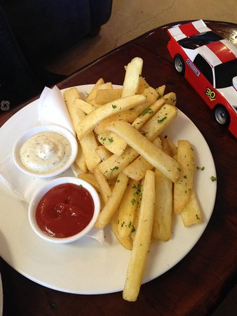 Ironique Cafe and Bar: Regular fries