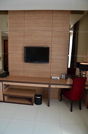 Royal Hotel: Modern design and comfortable room