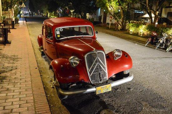 Old Quarter Luang Prabang : Old car in old quartes of Luang Prabang