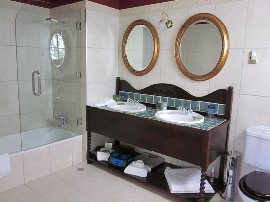 Fletcher Lodge: Craigard Room bathroom