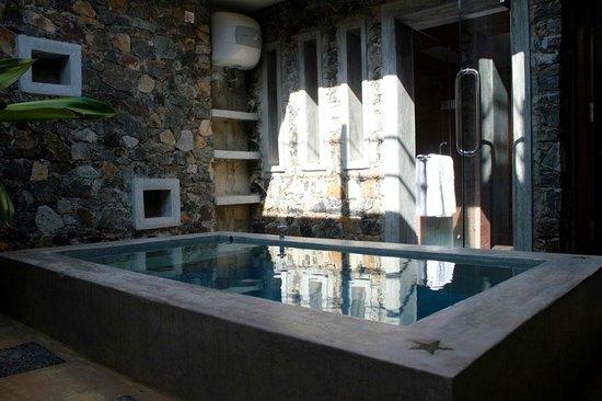 Villa White Queen : Deluxe Room Barth Tab