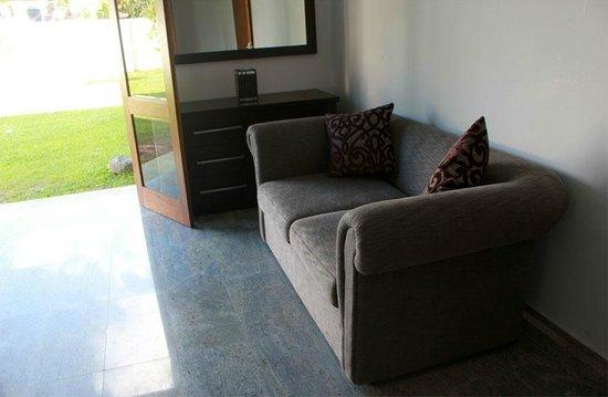 Villa White Queen : double room sitting aria