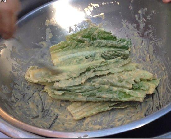 La Habichuela Centro: the lettuce being dressed