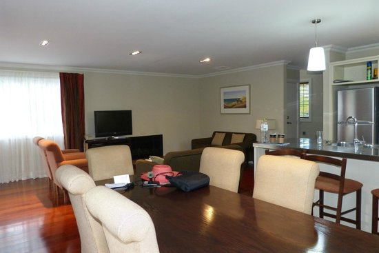 Russell Cottages : Kitchen/dining/living area