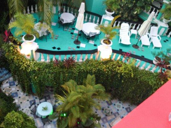 Maya del Mar: view down onto patio, Jungla Caribe