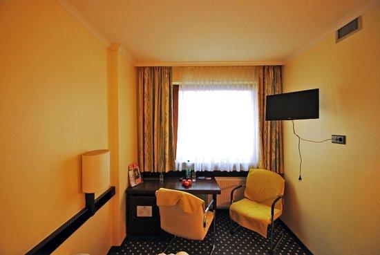 Lloyed Hotel: Комната в отеле