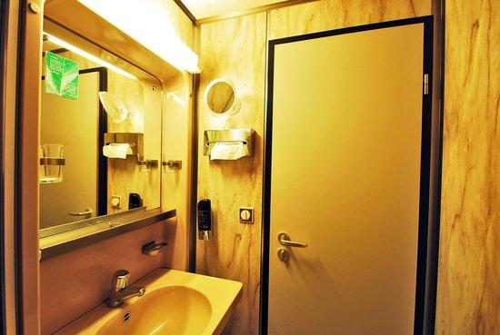 Lloyed Hotel: Ванная комната в отеле
