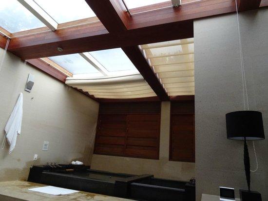 Villa 32: 個室内の2Fにあるプライベート温泉