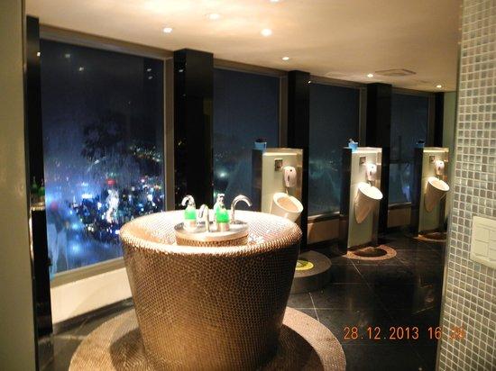 N Seoul Tower: Туалет над городом