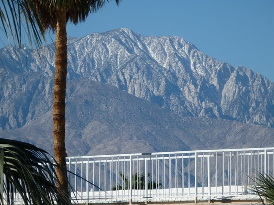 Hyundae Resort And Spa: Zoom in of San Jacinto Wilderness/Aerial Tramway from room