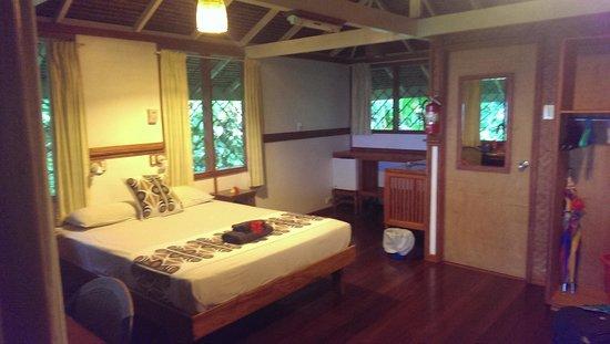 Walindi Plantation Resort: Bungalow Room