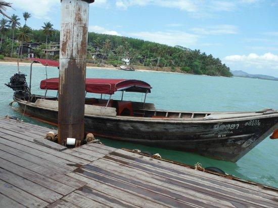 The Village Coconut Island Beach Resort: 送迎船