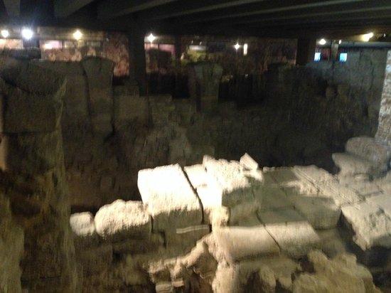 Crypte archéologique du parvis de Notre-Dame : Crypte Archeologique