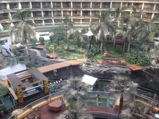 Sahara Star Hotel : another view of the central open area
