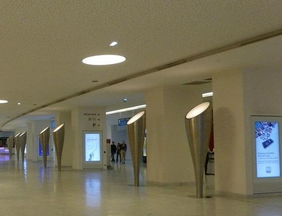 Palais des Congres de Paris: Reception area/Hallway..