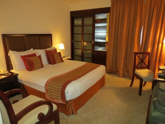 Al Ain Palace Hotel: Comfortable and modern room