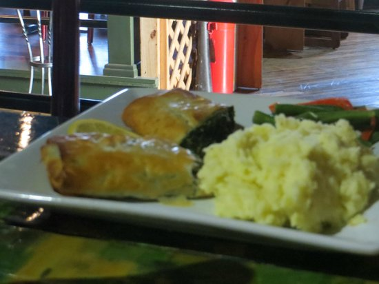Theo's Metro : Spinach Pie with mashed potatoe