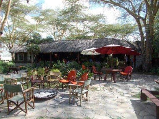 Swara Acacia Lodge: Log campfire