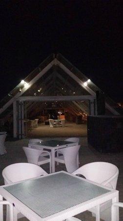 Sing Ken Ken Lifestyle Boutique Hotel : Pool area at night