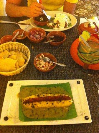 Tikua Sur Este: Queso Relleno and Molotes... delicious!!