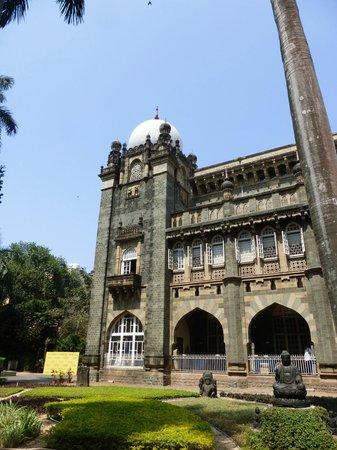 Chhatrapati Shivaji Maharaj Vastu Sangrahalaya : фасад музея