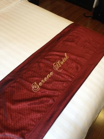 Hue Serene Palace Hotel : bed