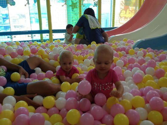 The Kids Club Phuket : 11 Months old twin girls playing!