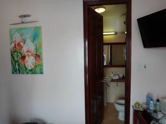 Holiday Diamond Hotel: bathroom