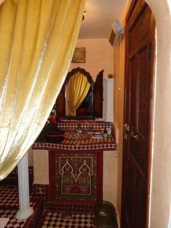 Riad Kettani: Salle de bain de princesse