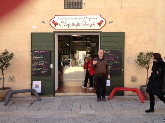 I vizi degli angeli laboratorio di gelateria artigianale : l'esterno