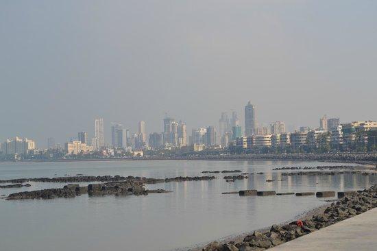 Marine Drive: вид на Мумбай с марина драйв утро
