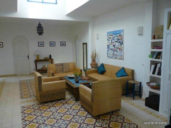 Dar Janoub Maison d'Hotes: Salon intérieur
