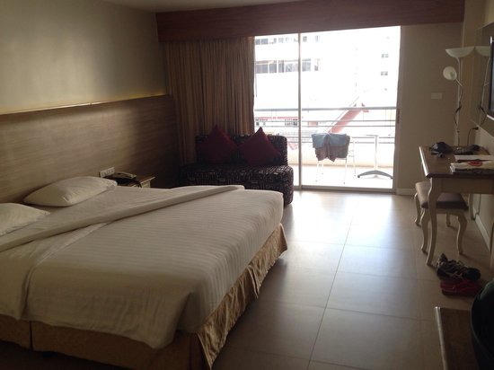 Sandy Spring Hotel: New standard for 1600 bath