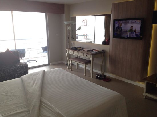 Sandy Spring Hotel: New standard room for 1600 bath