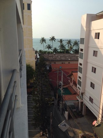 Sandy Spring Hotel: View soi 13 very near to the beach